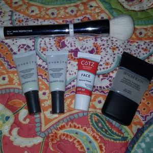 Face bundle- it cosmetics brush with face primers